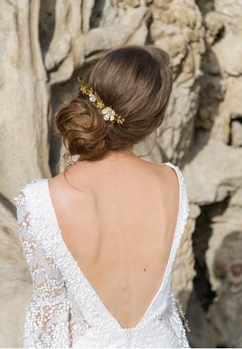 Peigne Cheveux Mariage avec Fleurs blanches Emaillées et Cristaux