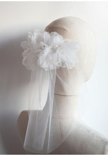voile de mariee court grosses fleurs blanches