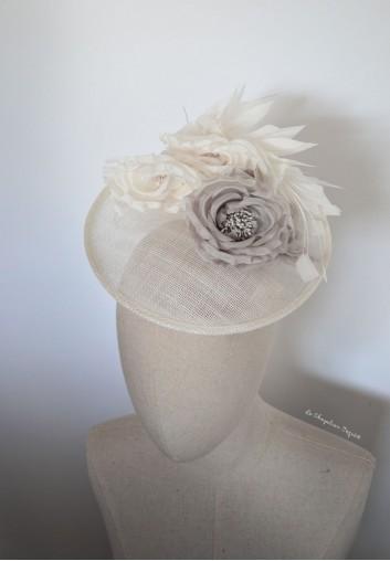 chapeau mariage fleurs plumes